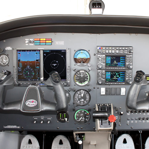 2016 Piper Archer Cockpit