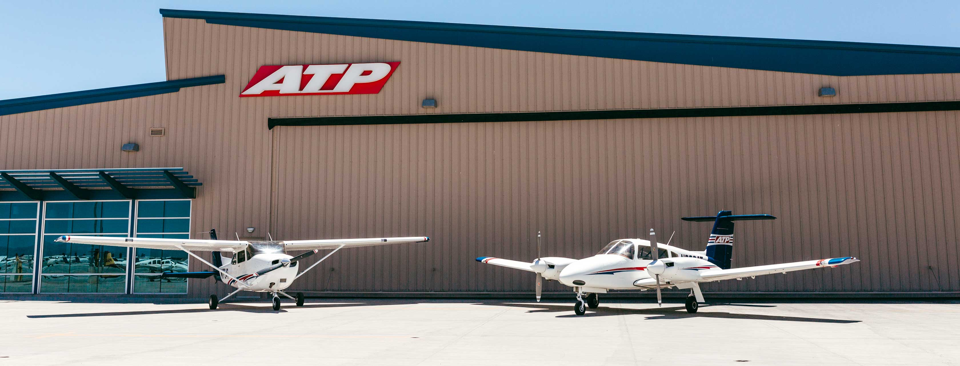 IWA Training Center with Piper Archer and Piper Seminole in front
